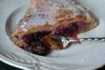 Пирог с ревенем и ягодами