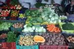 На рынке Больяо в Порту. На фото справа - мелко нарезанная зеленая капуста для калду верде