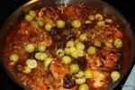 Запекаем в духовке курицу с инжиром и оливками