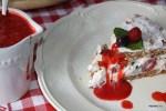 Малиново торт с меренгой