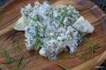 Картофельный салат с копченой семгой и хреном