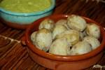 Морщинистый картофель по-канарски с соусом мохо
