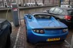 Электрическая Tesla на уличной заправке в Амстердаме не экзотика, а проза