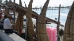 Caballitos de totora на пляже Уанкачо