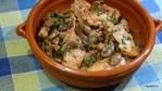 Курица с шампиньонами в чесночно-винном соусе