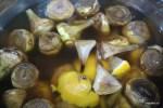 Артишоки выдержиавют в воде с лимоном