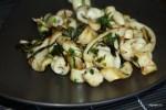 Жаеные кальмары с чесноком и зеленым луком