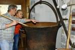 В таких чанах раньше варили сыр. Музей Latteria в Делебио