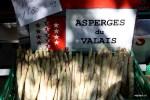 Свежая белая спаржа из Вале. На рынке Пленпале, Женева