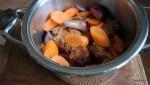 К маринованной ьаранине добавляем морковь