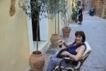 Томайс, хозяйка семейного мини-отеля Madonna Studios в Хании, Крит