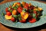 Салат из помидоров и абрикосов