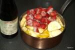Варим яблоки с ягодами