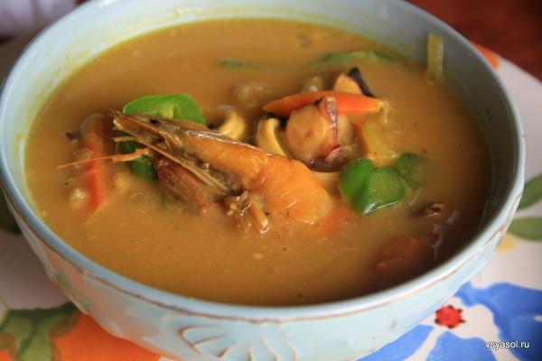 Суп с морепродуктами и кокосом