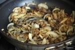 Обжариваем на сковороде лук