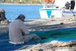 Рябак в прту Андрач, Майорка, распутывает сети