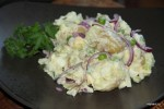 Мвйский картофельный салат с зеленым горошком