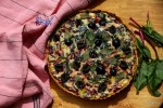 Провансальский тарт с ботвой свеклы и оливками