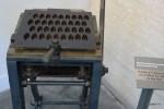Старинная машина для производства калиссонов