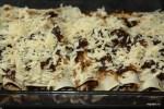 Посыпаем тертым сыром и отправляем в духовку