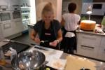 Нанизываю гребешки на шпажки из лимонного сорго