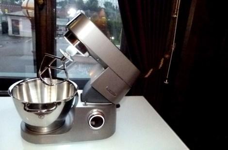 Кухонная машина Kenwood — Chef Titanium на фоне Крмля