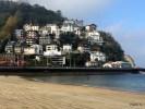 Пляжи в Сан-Себастьяне в ноябре безлюдны
