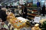 Овечьи сыры  на рынке в Толосе