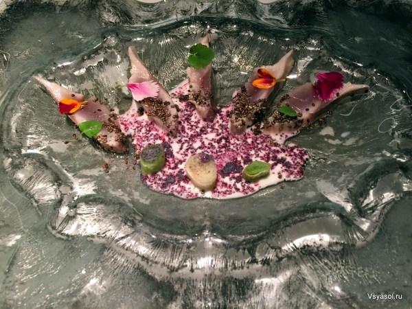 Рыба с пачараном и фиолетовой кукурузой