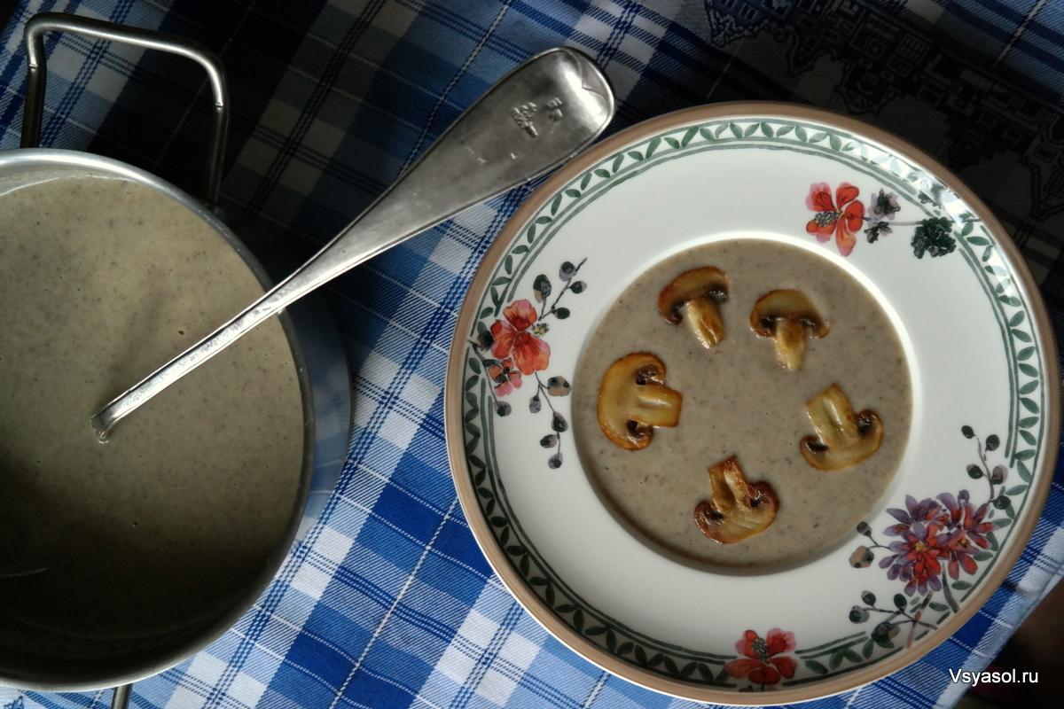 Сливочный суп-пюре из шампиньонов и вешенок