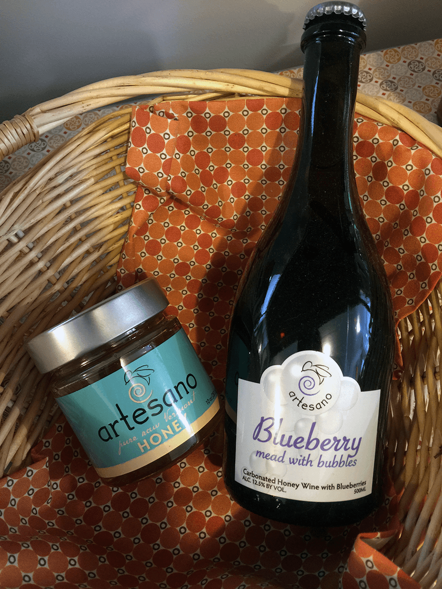 Image of mead products in a basket at Artesano Meadery