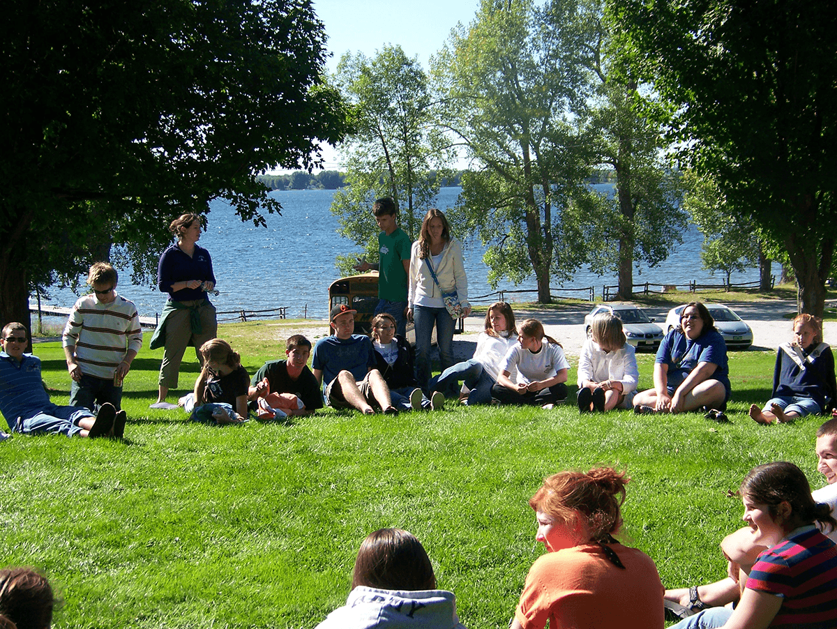 Image of students at the shrine.