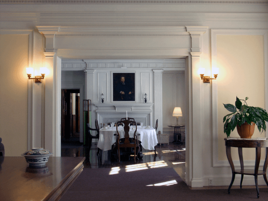 Image of the dining room at Hildene, The Lincoln Family Home