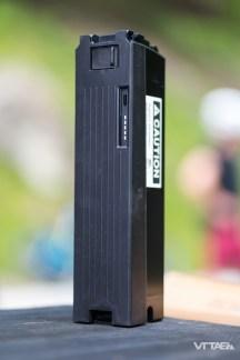 BMC opte ici pour la batterie intégrable de la marque nippone. Elle prend en partie place dans le tube oblique du cadre, et se voit recouverte d'un capot de protection sur le reste.