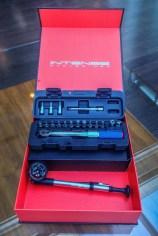 Petit cadeau à tous les acquéreurs d'un Intense : pompe HP et coffret avec clé dynamométrique. Joli !