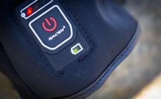 Le témoin de batterie indique le niveau de charge : vert - vert clignotant - rouge - rouge clignotant.