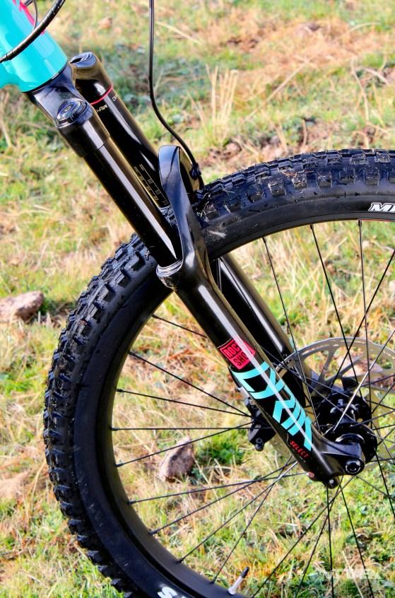 La fourche RockShox Lyrik RC et sa cartouche DebonAir nous a donné entière satisfaction. Parfaite pour un e-bike.