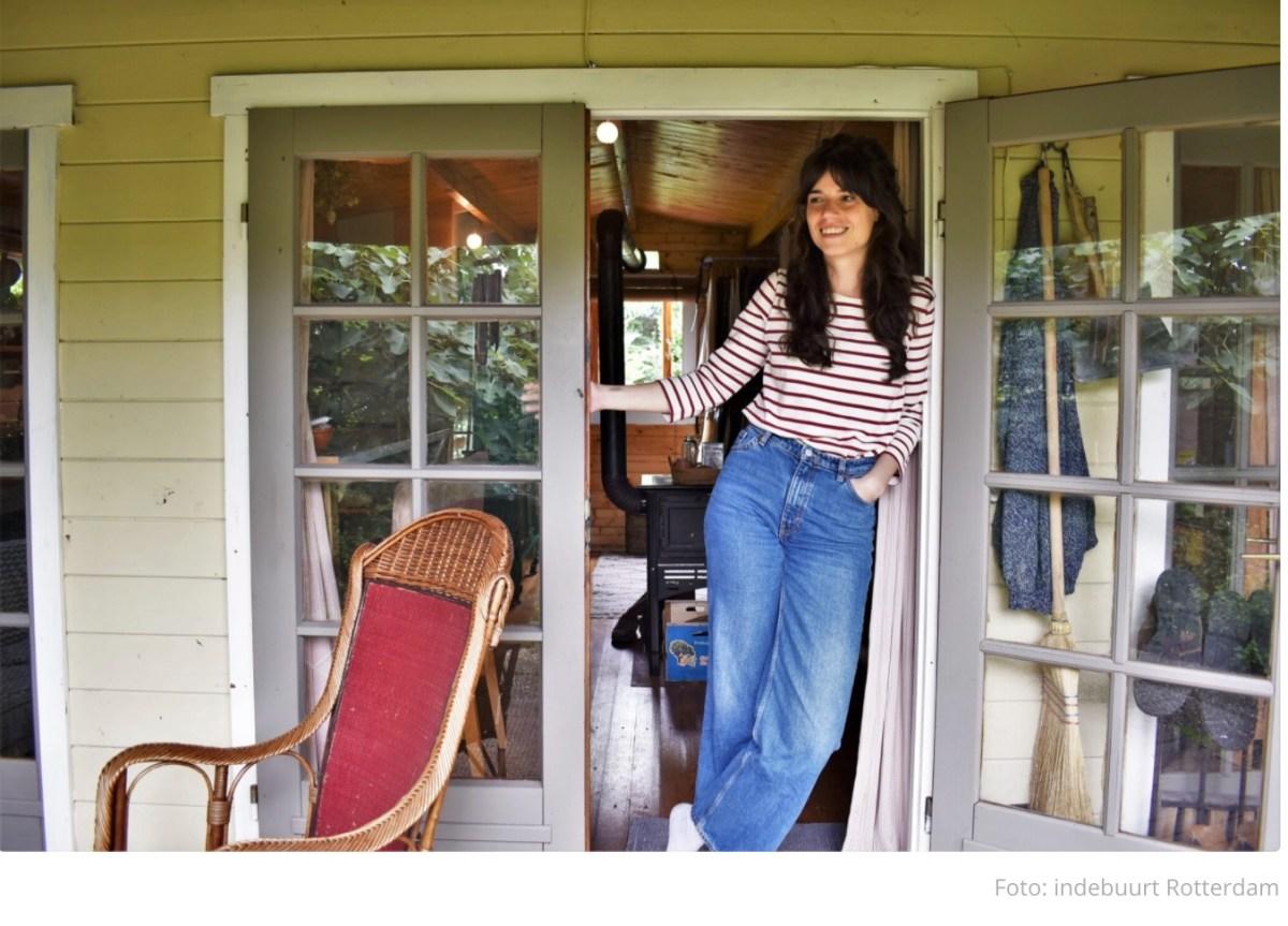 Binnenkijken in Annemaries tuinhuis: 'Elk ding moet hier nuttig zijn'