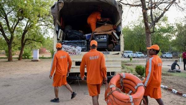 રાજ્યમાં 'મહા' વાવાઝોડાના પહોંચી વળવા તંત્ર સજ્જ?   15 NDRF Team stand to  on Gujarat for a fight to cyclone maha Maha