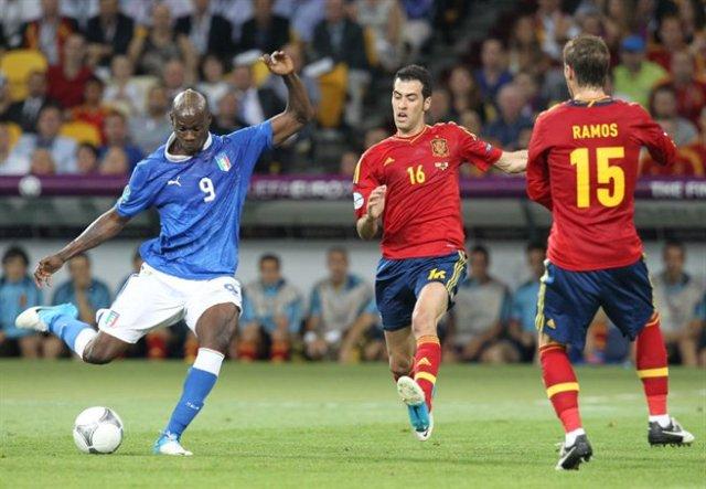 Mario_Balotelli_shot_Euro_2012_final_02