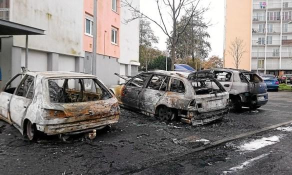 """Résultat de recherche d'images pour """"photos voitures brûlées"""""""