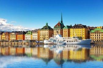 Panorama de verano escénico de la ciudad vieja (gamla stan)muelle de arquitectura en Estocolmo, Suecia. Foto: copyright depositphotos/scanrail