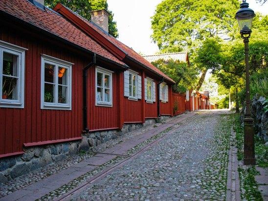 casa sueca de madera roja. Södermalm, Estocolmo. Foto depositphotos © sophysweden