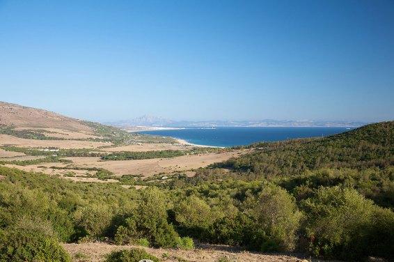 Playa de Valdevaqueros en España con África en el horizonte. Foto depositphotos © quintanilla