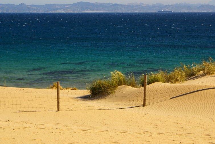 Hermosa vista a la playa y el océano, Valdevaqueros, España, tarifa — Foto: ©depositphotos/ perszing1982