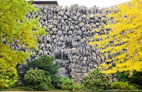estalactitas sobre un muro en el jardín de wallenstein, Praga. Imagen: © Depositphotos/ IrinaPups