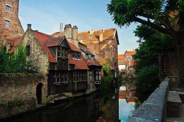 Canales y edificios en Brujas. Foto: © Depositphotos/ pkirillov