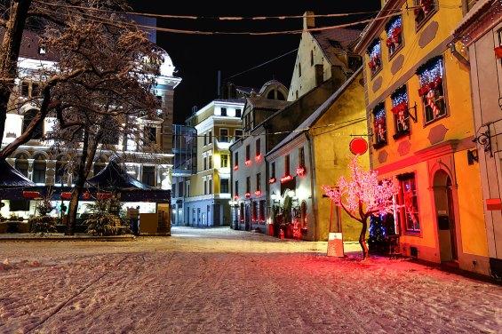 Noche de Navidad en el casco viejo de Riga — Foto © depositphotos/Almotional