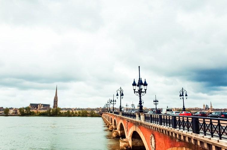 Vista del río Garona a su paso por Burdeos ©depositphotos.com/ilolab