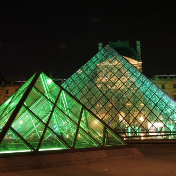 Galeria3-parisLouvre3.jpg Louvre Pirámides por Oliver Japes (CC BY 2.0